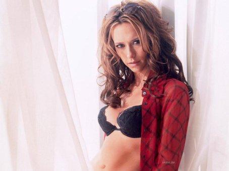 Jennifer Love Hewitt5