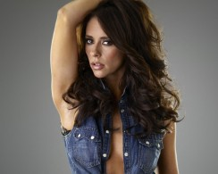 Jennifer Love Hewitt7