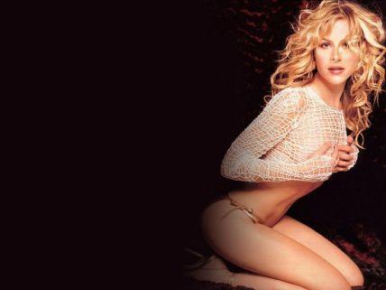 Julie Benz1