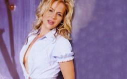 Julie Benz7