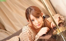 momo-yurino-4