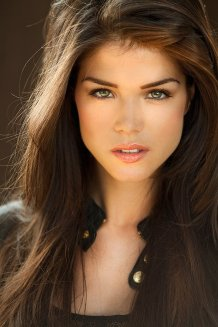 Marie Avgeropoulos 1